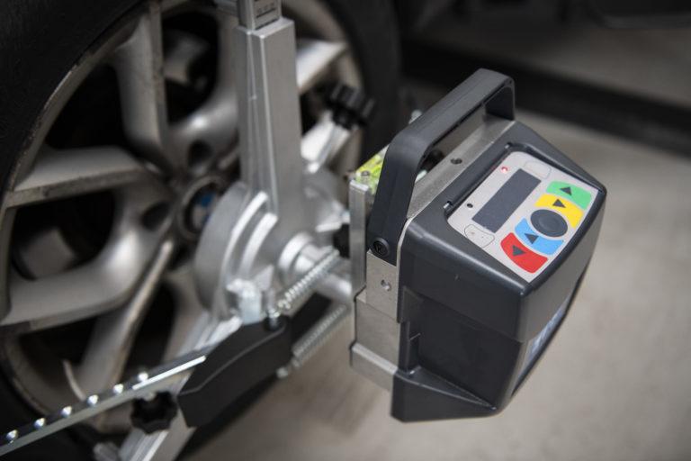 Wheel Alignment machine on BMW